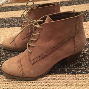 G.H. Bass & Co Heeled Booties size 7.5 taupe